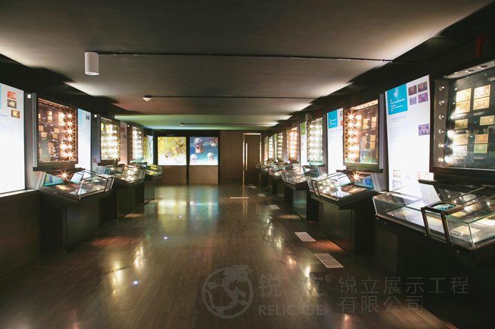 印尼国家银行博物馆斜面桌柜