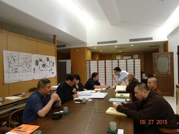 锐立公司何延升、徐晓伟一行于2015年5月27日受邀参加了台湾中台世界博物馆展示工程会议,徐晓伟就我公司展柜做了简报介绍